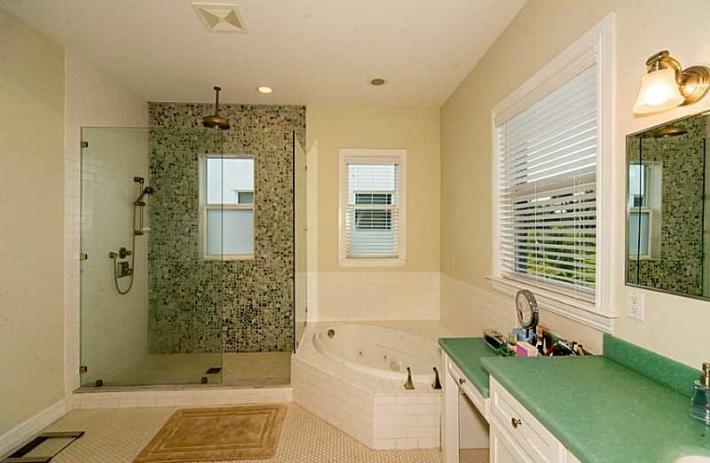 3541Glencoe-bath
