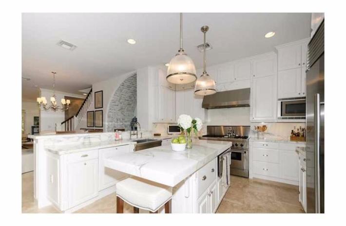 1300 alfondo kitchen2