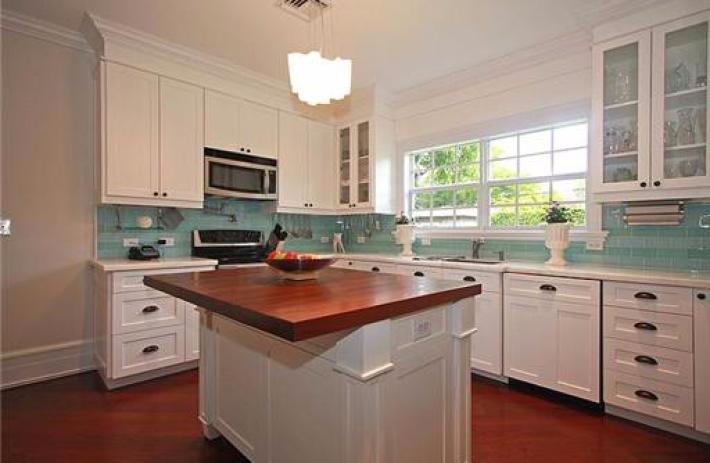 1425 Tangier kitchen