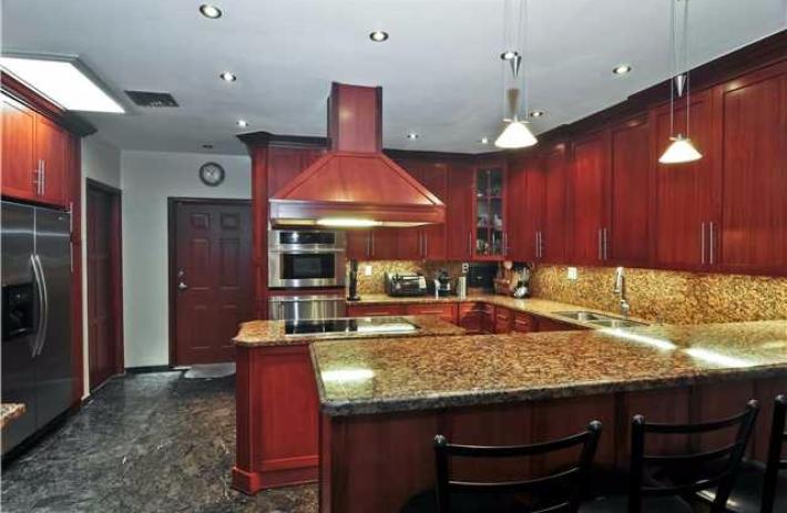 1460 Lugo kitchen