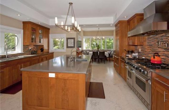 470 Costanera kitchen