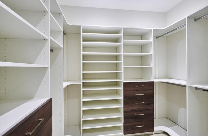 4045 bonita interior closet 01