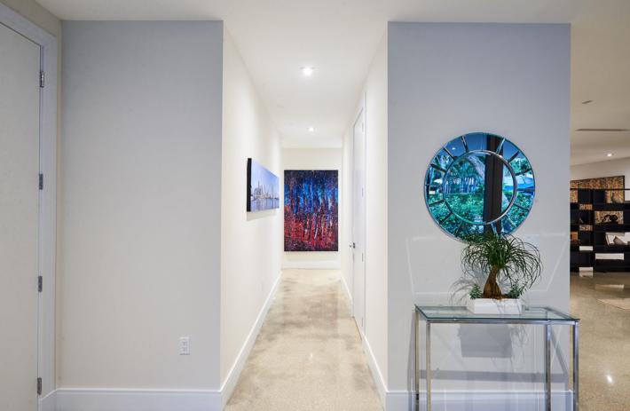 4045 bonita interior hallway 01